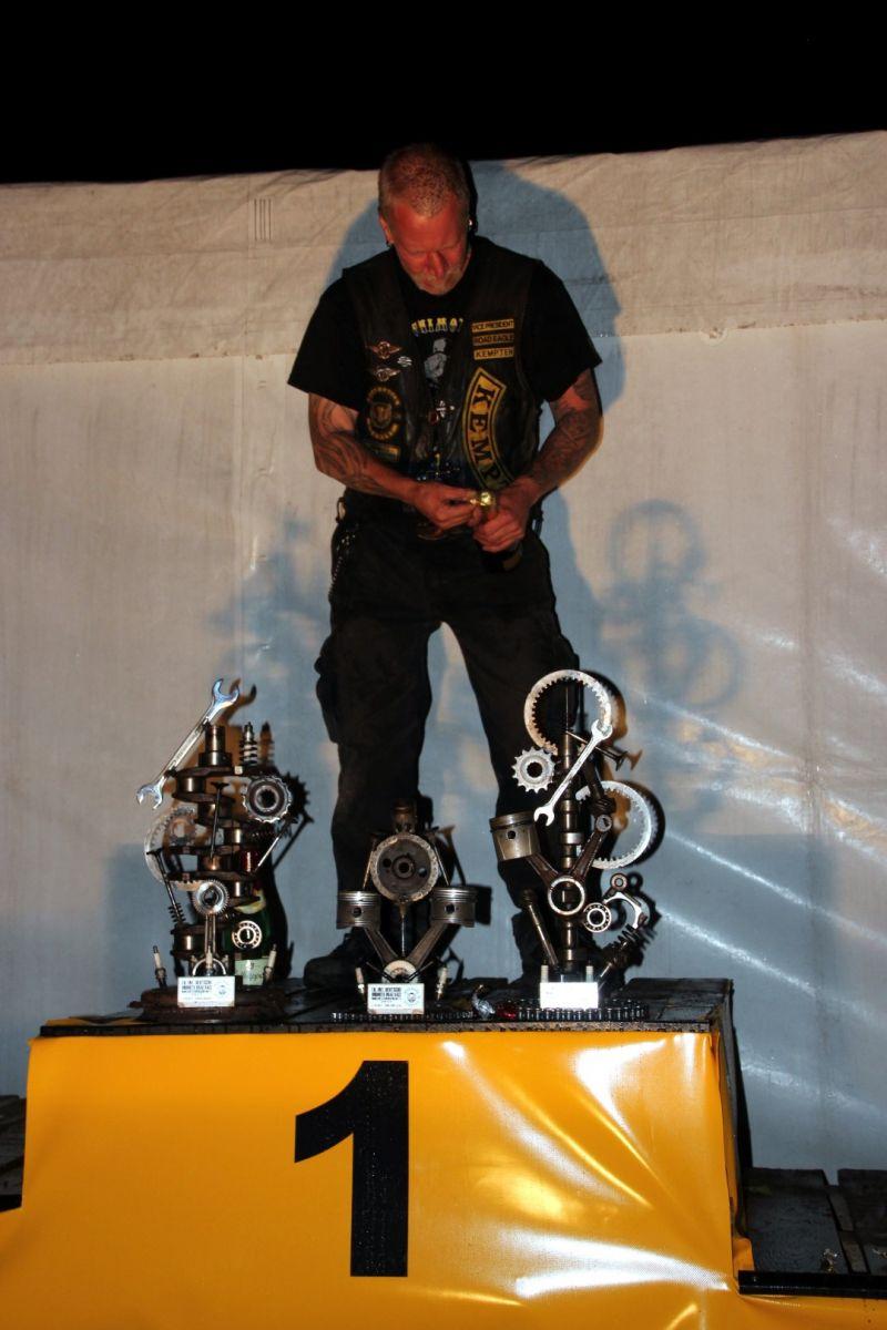 Ehrung der Gewinner der Fahrerweltmeisterschaft im Unicycle Drag Race 2017